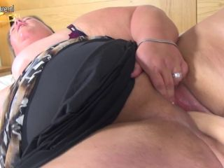 Big amateur mother with hungry vagina