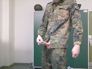 soldier (soldat) in uniform