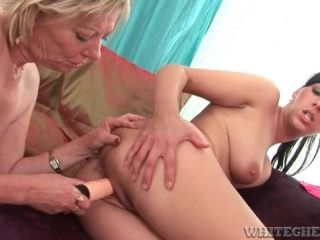 Mature lesbo fucks a toy into younger lover