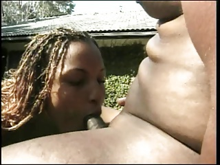 Hot girl gives her pussy for suck